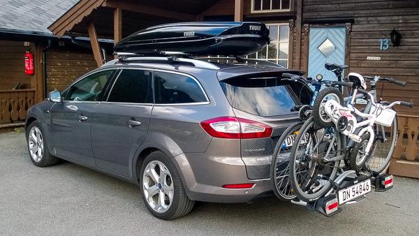 Er det mulig å gå fra fullpakket feriemondeo til en BMW 3-serie? Her må det prøvepakkking og overtalelse til ...